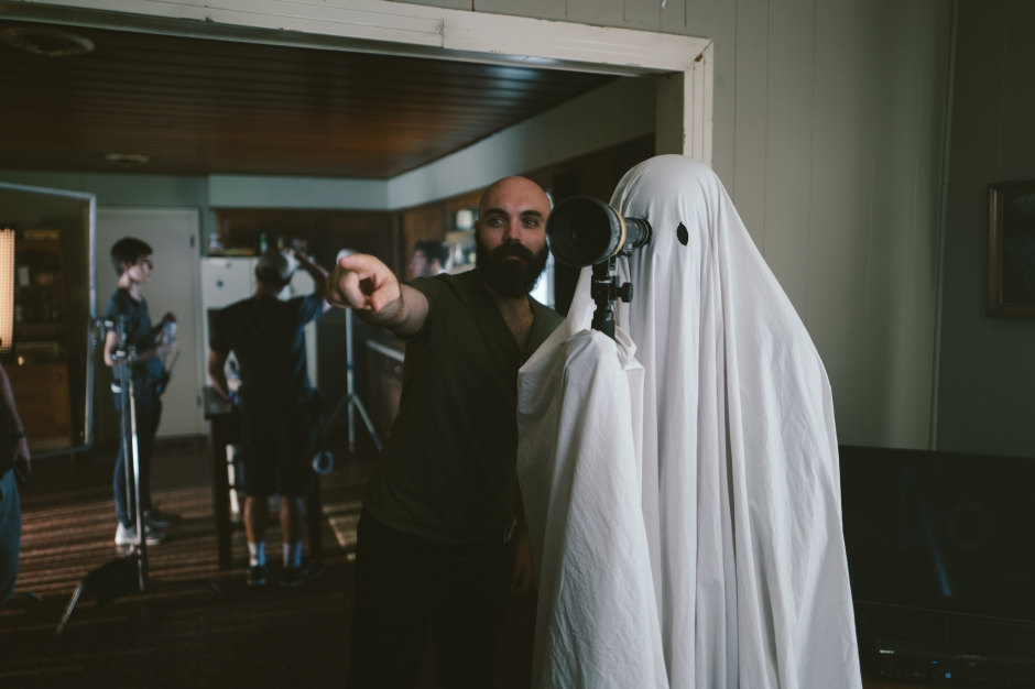 a-ghost-story-david-lowery-casey-affleck-in-sheet.jpg