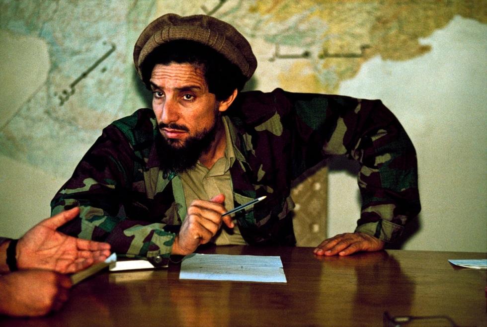 Ahmad-Shah-Massoud-à-son-bureau.jpg