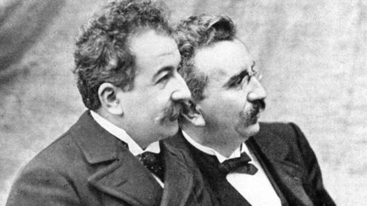 Louis et Auguste Lumière.